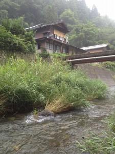 家の目の前は川