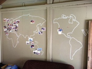 いろいろな国から人が訪れています