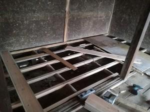 押入れの床修復中2